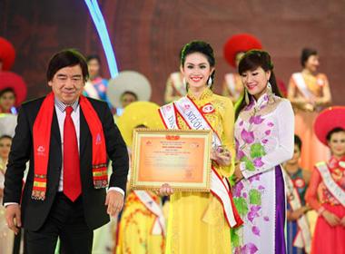 Lộ diện người lôi kéo thí sinh 'phá' cuộc thi Hoa hậu Dân tộc