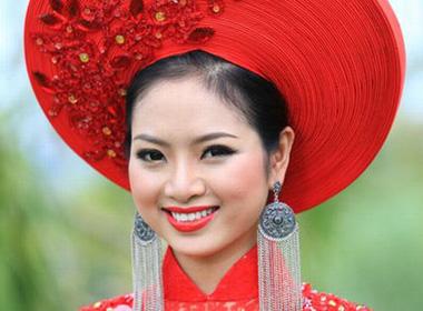 Tân Hoa hậu Ngọc Anh phủ nhận chuyện ngủ với cậu bé 15 tuổi