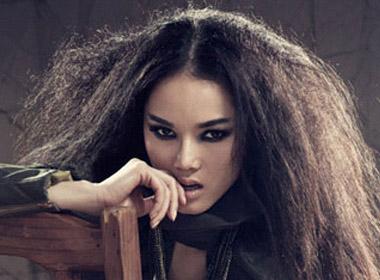 Hình ảnh cá tính thường thấy ở Bảo Hòa khi còn làm người mẫu tại Việt Nam