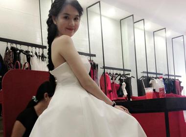 Mê mẩn ngắm Ngọc Trinh tinh khôi váy trắng