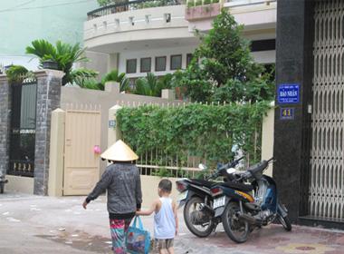 Ngôi nhà 39 Trần Thị Kỷ, nơi ông C. tự tử bất thường.
