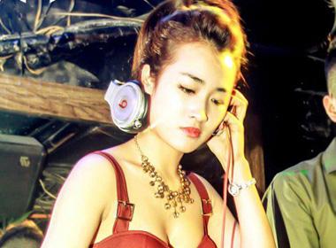 DJ gợi cảm Trang Moon.