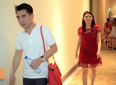 Ca sĩ Thanh Thảo được bạn trai tháp tùng.