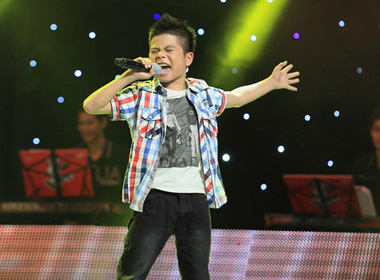 Clip Quang Anh hát đám cưới trước khi thi The Voice Kids