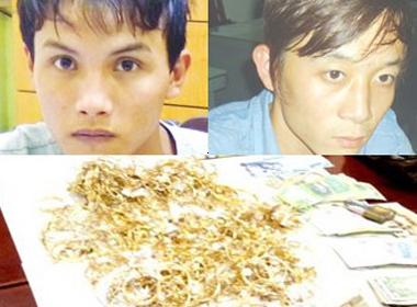 2 kẻ giết chủ tiệm vàng bị bắt khi đang... ngủ cùng người đẹp