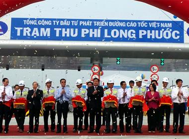 Lãnh đạo Bộ GTVT, TP HCM và Đồng Nai cắt băng khánh thành 20 km đầu tiên của tuyến cao tốc TP HCM - Long Thành - Dầu Giây.