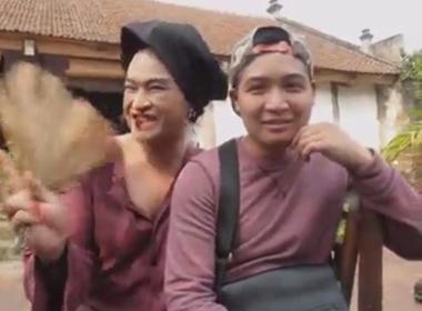 Lộ clip Minh Quân độn ngực, uốn éo làm hot girl 'Mẹ xề'
