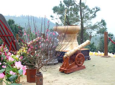 Dâng linh khí trước mộ Đại tướng tại Quảng Bình