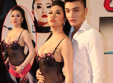 Phi Thanh Vân gây sốc khi diện 'áo ngực' đi xem phim