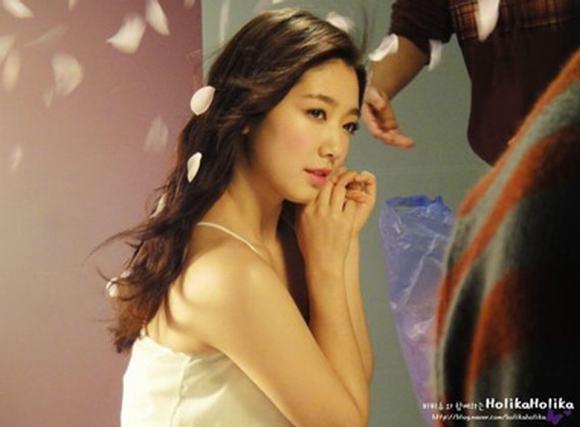 Loạt ảnh không photoshop mới nhất của Park Shin Hye gây sốc