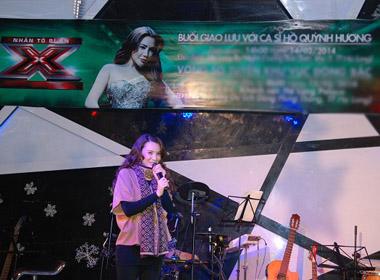 Hồ Quỳnh Hương biểu diễn tại Quảng Ninh