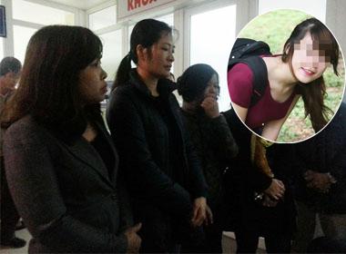 Gia đình nạn nhân mong ngóng ở cửa phòng hồi sức bệnh viện Xanh-Pôn