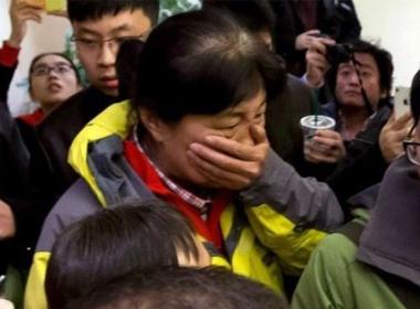 Người thân của các hành khách trên chiếc máy bay bị mất tích vô cùng lo lắng
