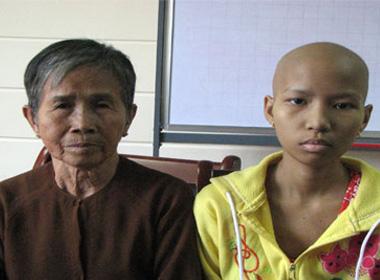 Cô bé mắc bệnh nan y, không có cha, mẹ tâm thần