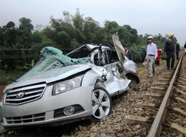 Va chạm với tàu hỏa, hai Công an huyện thiệt mạng