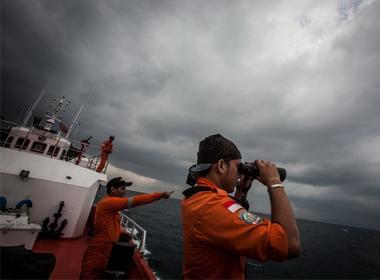 Máy bay Malaysia mất tích đã hạ độ cao để tránh radar phát hiện?