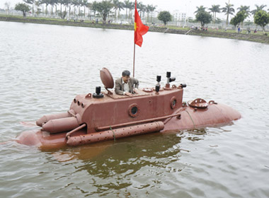 Tàu ngầm Trường Sa mini thử nghiệm thành công trong hồ