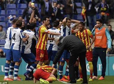 Messi đưa Barca lên đỉnh