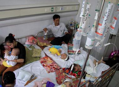Bệnh viện Nhi luôn quá tải do bệnh sởi bùng phát