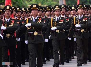 Clip: Đoàn diễu binh dài 5 km ở Điện Biên Phủ