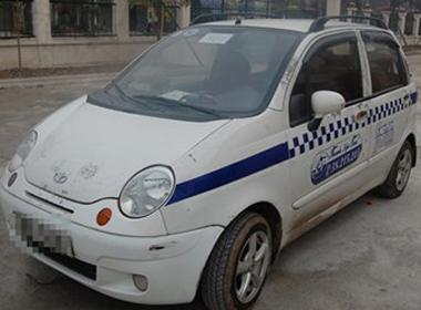 Tài xê taxi Thanh Nga bất tỉnh khi ở cùng người phụ nữ lạ.