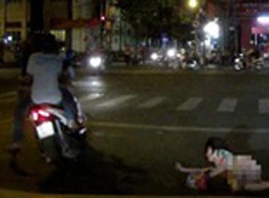 TP.HCM: Cô gái trẻ bị cướp xe tay ga, trong cốp có nửa tỷ đồng