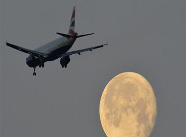 13 máy bay đột ngột biến mất  khỏi radar giữa trời Tây