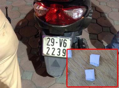 Tiền án đầy mình, dán ma túy vào xe máy để 'lừa' cảnh sát 141