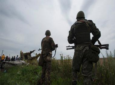 Phe nổi dậy Ukraine ngăn đội điều tra vụ máy bay Malysia MH17 rơi