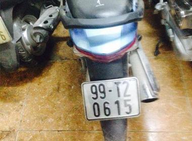 Đi xe mượn bị 141 'hỏi thăm' vì không có… số máy