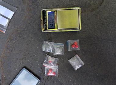 141 bắt kiến trúc sư mang ma túy, bộ 'đập đá' đi dạo phố