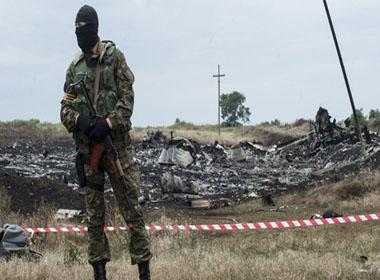 Lộ mặt kẻ bắn chiếc MH17 từ lỗ thủng nhỏ trên xác máy bay?