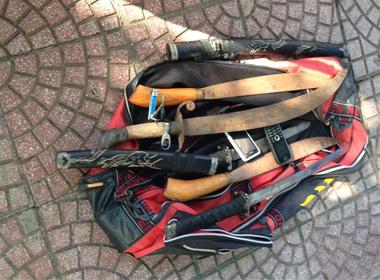 Mang túi vũ khí về Thủ đô, gặp 141 vứt xe bỏ chạy