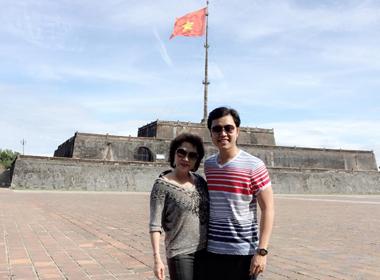 Vũ Hoàng Việt cùng người tình U60 kỷ niệm 2 năm yêu nhau