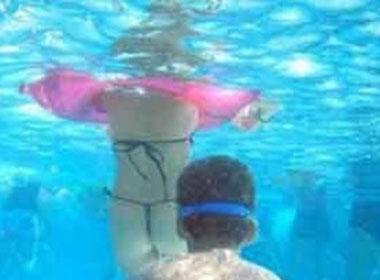 Xôn xao câu chuyện nữ sinh mang thai vì đi bơi