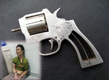 Nam thanh niên rút súng bắn 141 rồi lao xuống ao lẩn trốn