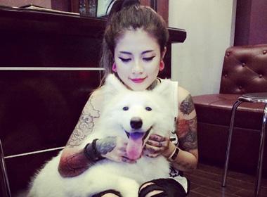 Nữ thợ xăm 9X sở hữu chó bạch tuyết Samoyed