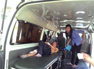Lật 'xe lửa' trong khu du lịch núi Bà Đen, 8 người bị thương