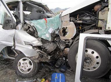 2 xe khách tông trực diện, nhiều người bị thương