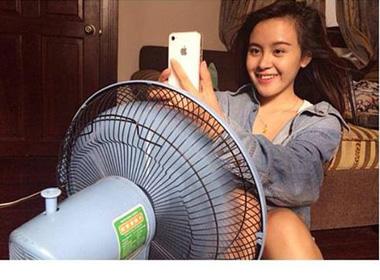 Bà Tưng khoe ảnh chụp lãng mạn khi...ngồi trước quạt