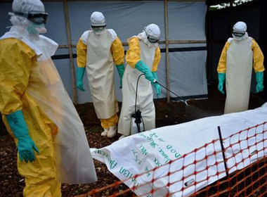Chết vì uống dung dịch nước muối để ngăn chặn virus Ebola