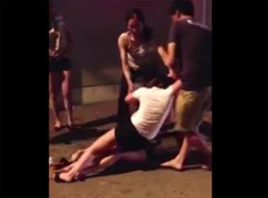 Video hai cô gái đánh ghen náo loạn đường phố