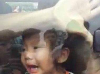 2 trẻ em bị bắt lên ôtô giữa ban ngày gây xôn xao