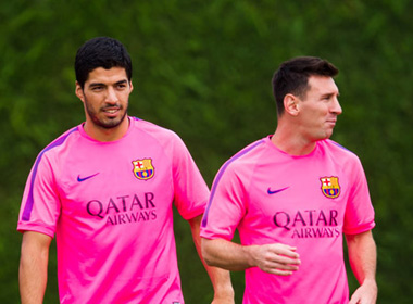 Barca: Messi vẫn là số 1, không phải 'phục vụ' Suarez