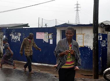 Bệnh nhân Ebola bỏ trốn