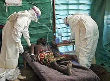 Bệnh nhân nhiễm virus Ebola đầu tiên xuất viện