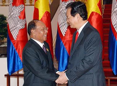 Campuchia xử lý đối tượng quá khích đốt quốc kỳ VN