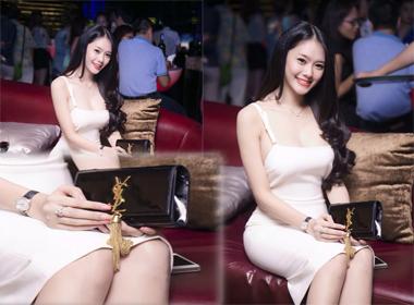Linh Chi 'nịnh' Ngọc Trinh khi nhận được quà sinh nhật đắt tiền