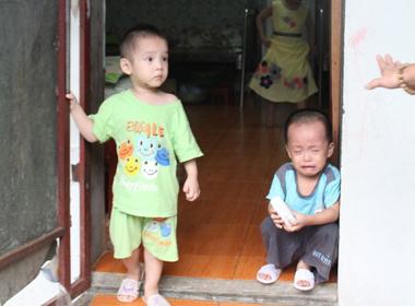 Rớt nước mắt cảnh bàn giao trẻ chùa Bồ Đề