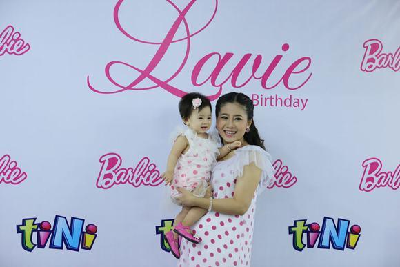 Mai Phương tổ chức tiệc mừng sinh nhật hoành tráng cho con gái